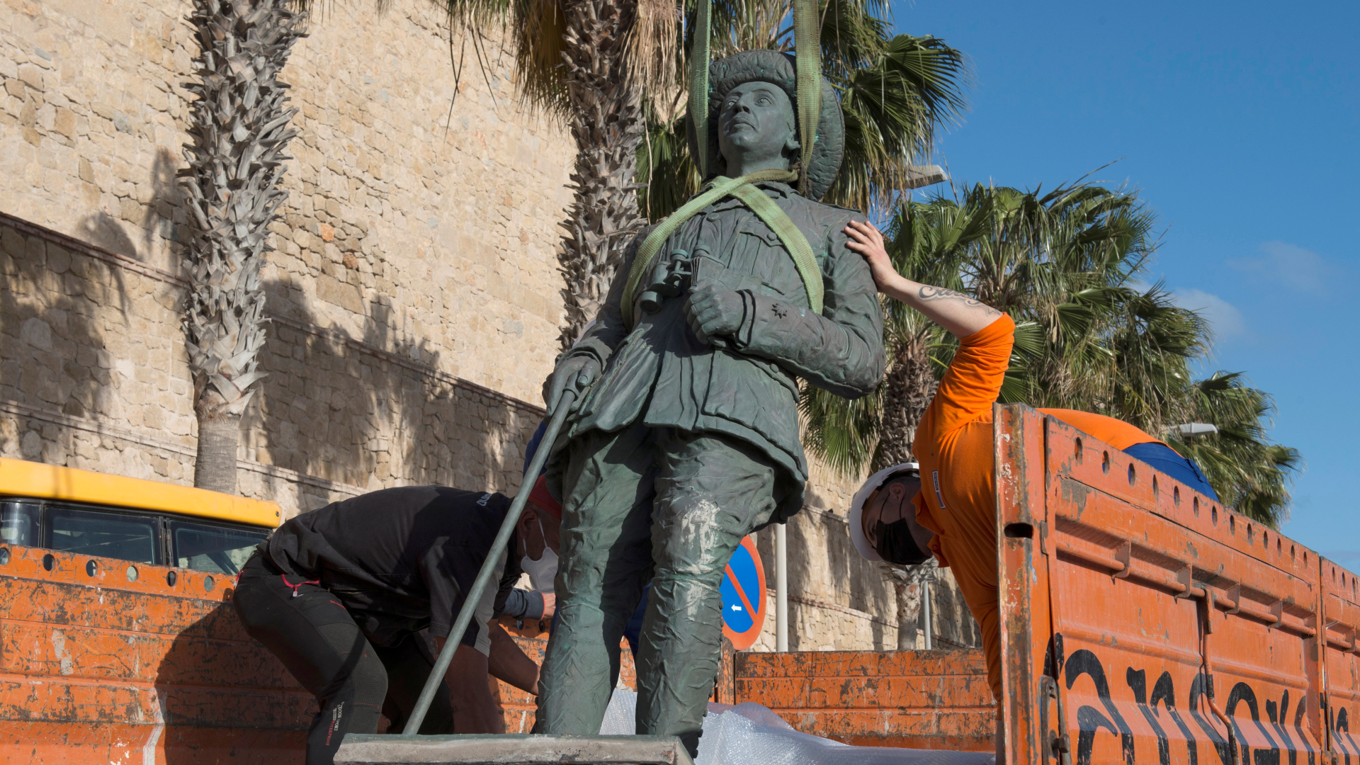 Last statue of dictator Francisco Franco removed from Spanish soil